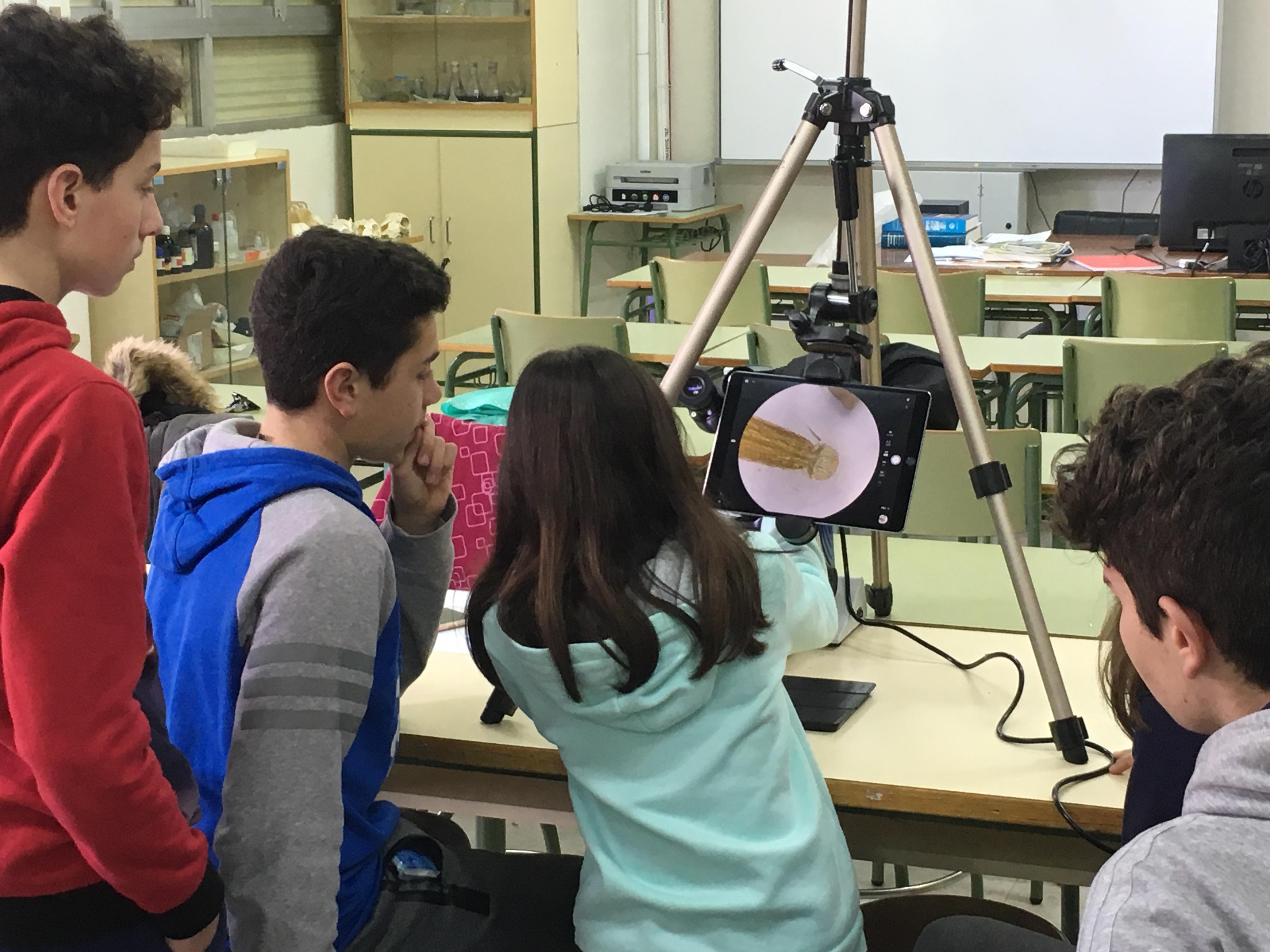 Nuestros chicos se estrenan: su primera ponencia